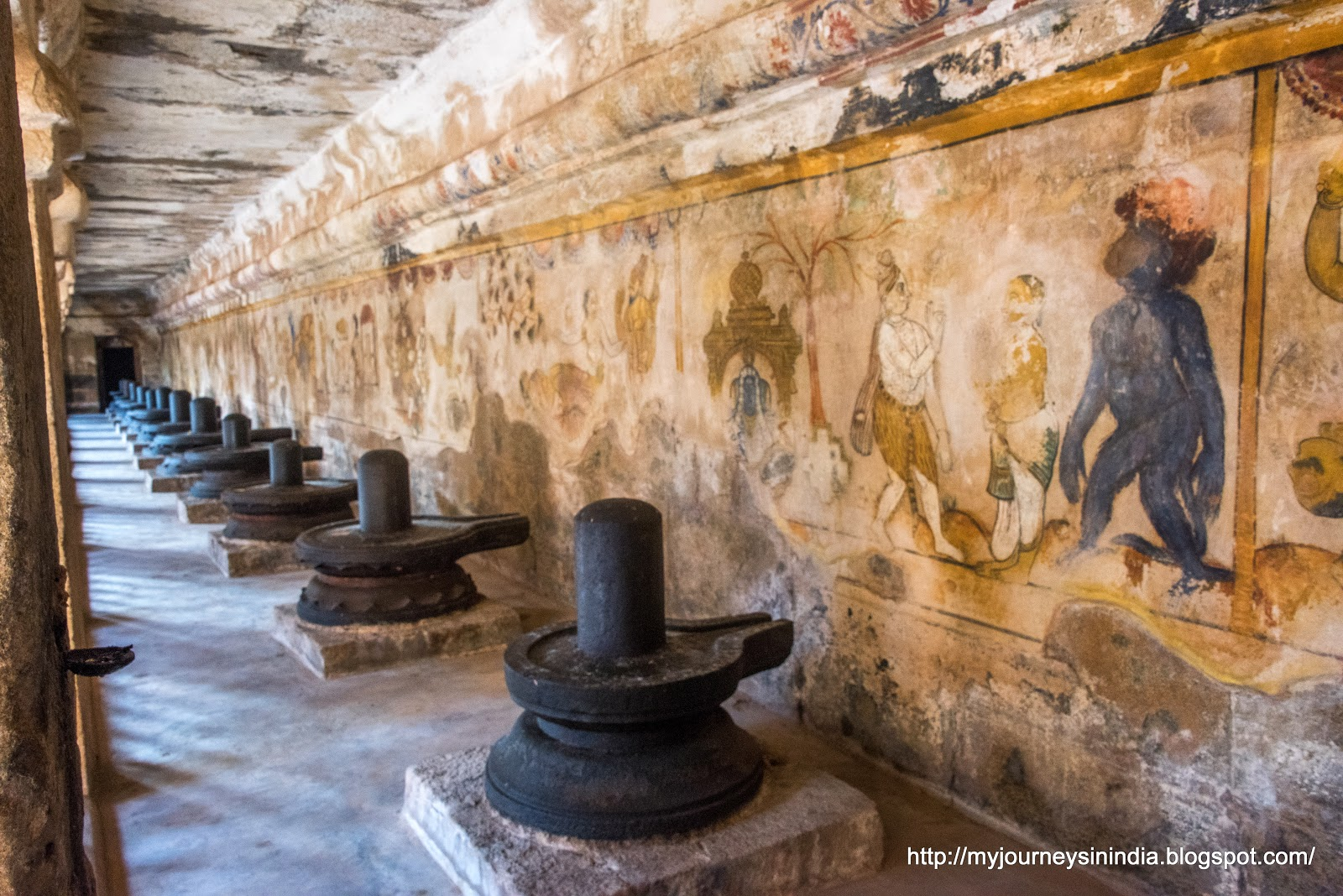 Thanjavur Brihadeeswarar Temple Cloisture Mandap Lingams