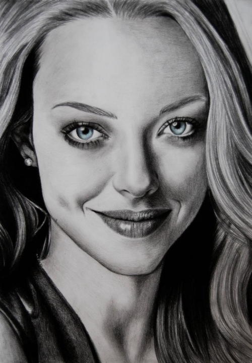 02-Amanda-Seyfried-Valentina-Zou-Pencils-and-Charcoal-Hyper-Realistic-Drawings-www-designstack-co