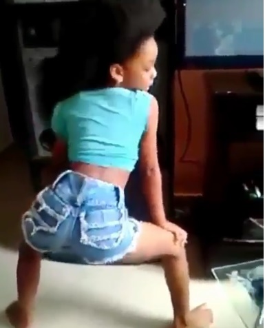 lil girls twerking on boy