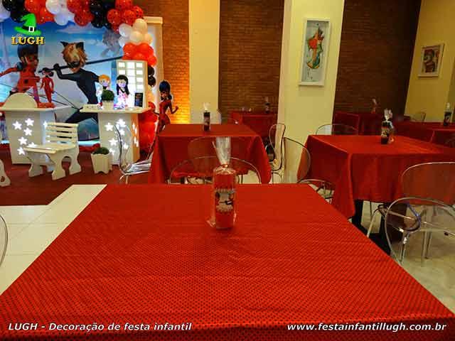 Toalhas e enfeites para a mesa dos convidados- Tema infantil Ladybug