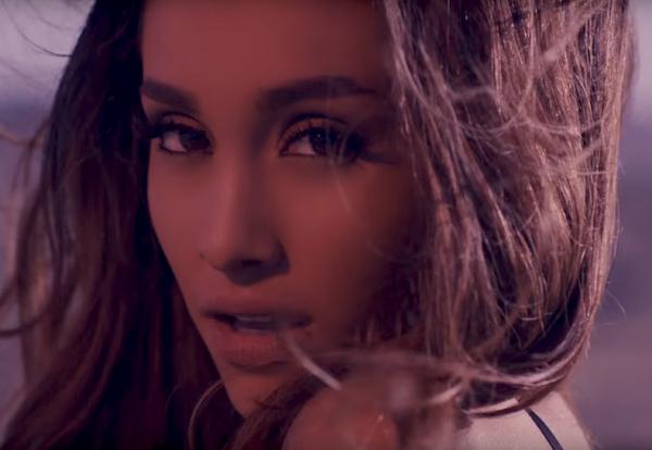 """Ariana Grande lançou o clipe de novo single, """"Into you"""", e... Está maravilhosa!"""