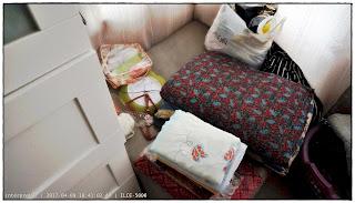 gambar rak baju IKEA Brimnes putih di sebelah sofa coklat, day curtain warna coklat muda, plastik AEON, cadar