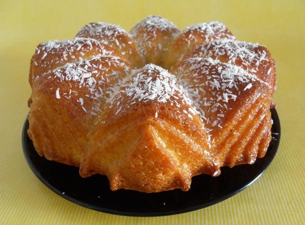 Rezept für leckeren Crème-Fraîche-Gugelhupf mit Zitronensirup, ein Becherkuchen | Foodblog rehlein backt