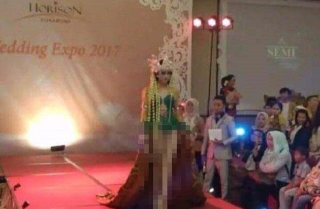Wedding Expo di Sukabumi dikecam MUI karena menampilkan busana adat Sunda seperti tanpa celana sehingga dianggap telanjang.