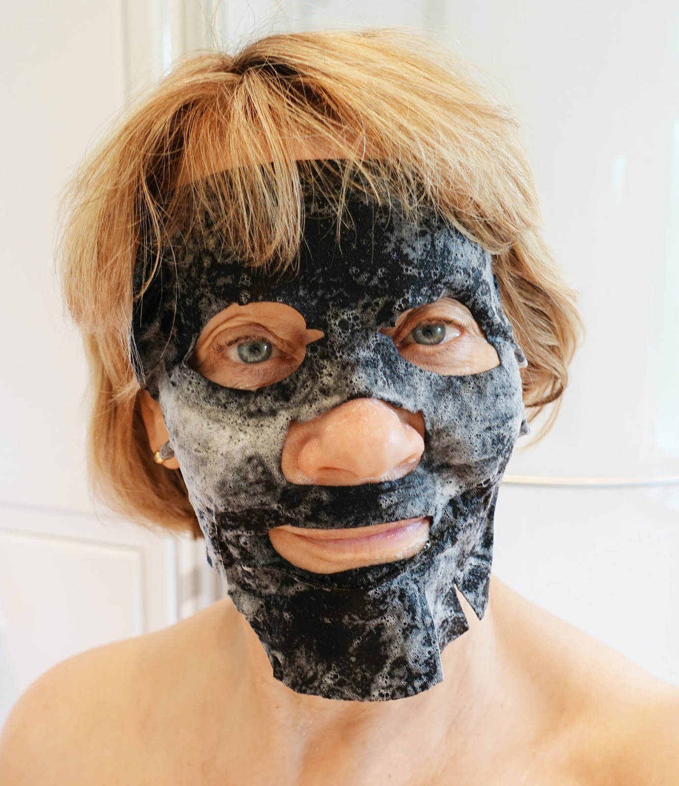 Woman wearing a black oxygenating face mask