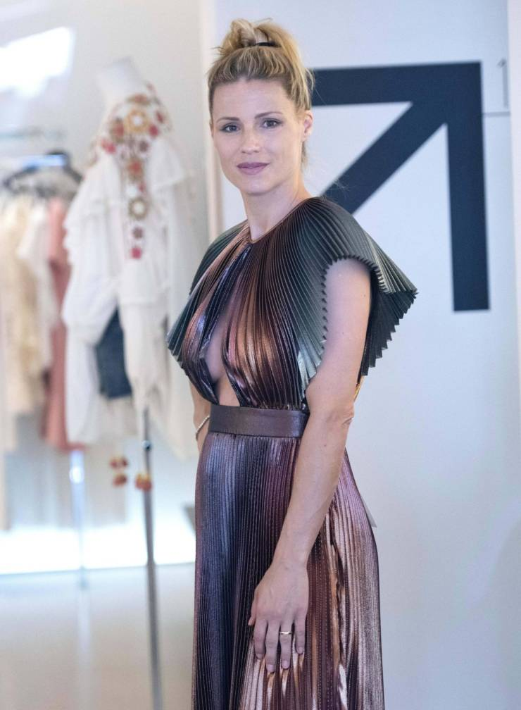 Michelle Hunziker At Shopping in Milano Marittima