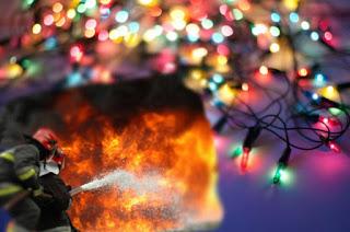 ΠΡΟΣΟΧΗ με τα χριστουγεννιάτικα φωτάκια: Οδηγίες από την Πυροσβεστική για να μην πάρετε φωτιά...