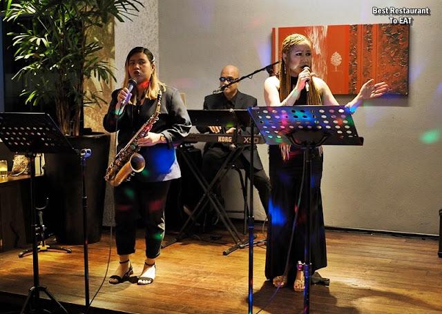 CEDAR ON 15 IMPIANA KLCC HOTEL Live Performance