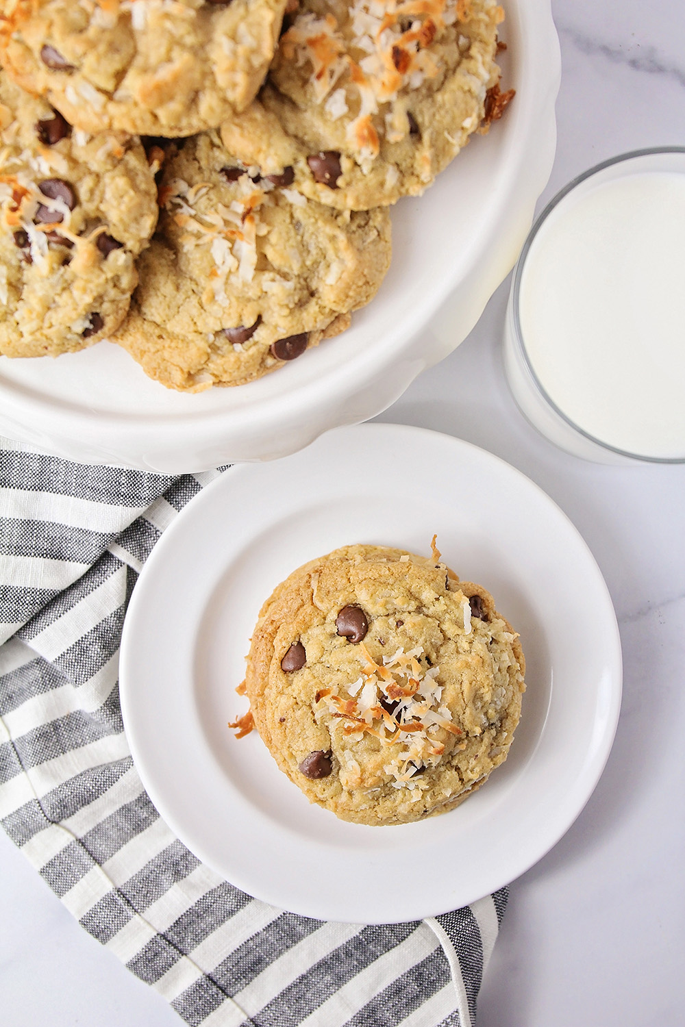 These chewy coconut chocolate chip cookies taste heavenly, and are loaded with gooey chocolate and sweet coconut!