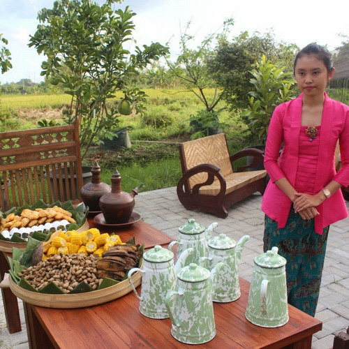 Tinuku Omah Kecebong Guest House, Resto and Horticulture presents classical Javanese culture directly in the scene