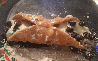 how to make a cannoli, what is a cannoli, simple recipe to make cannolis, Italian Cannoli