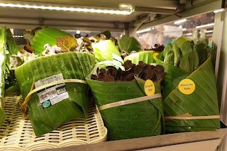 Supermercado na Tailândia troca plástico por folha de bananeira