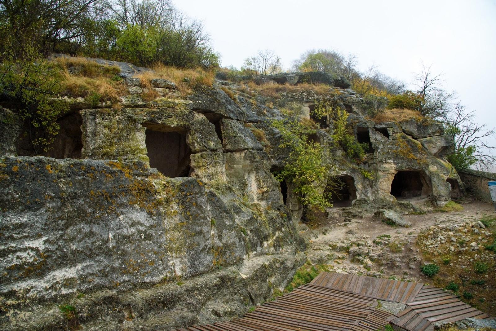 Пещеры в Чуфут-Кале.