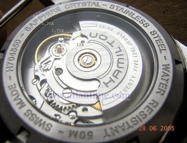 4e0021393102c Détails de ce que l on voit avec une loupe d horloger