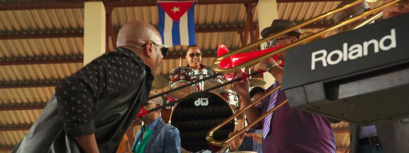 Formell y Los Van Van - ¨Amiga mía¨ - Videoclip - Dirección: Alejandro Valera. Portal Del Vídeo Clip Cubano - 06