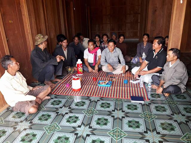 Négociations avec les familles. Photographie  ELIE