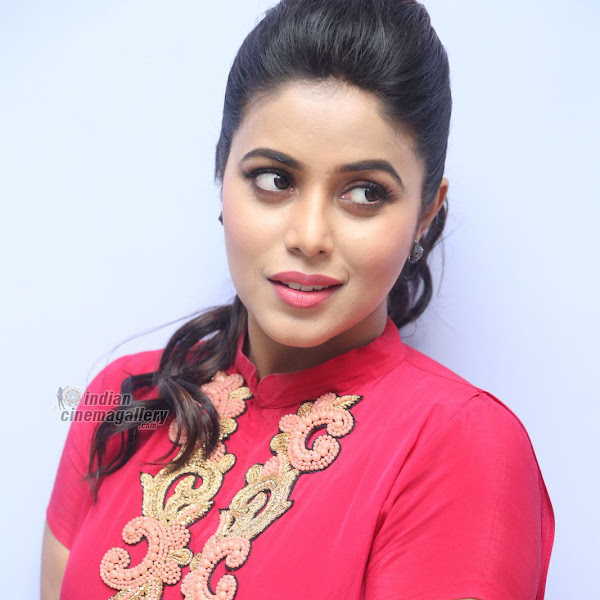 Shamna Kasim aka Poorna latest photo shoot