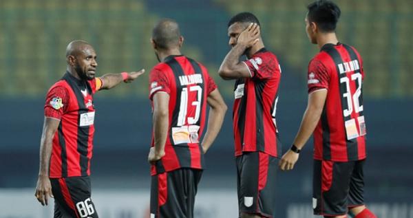 Persipura Habisi Arema FC Dimenit Akhir, Perebutan Juara Makin Panas
