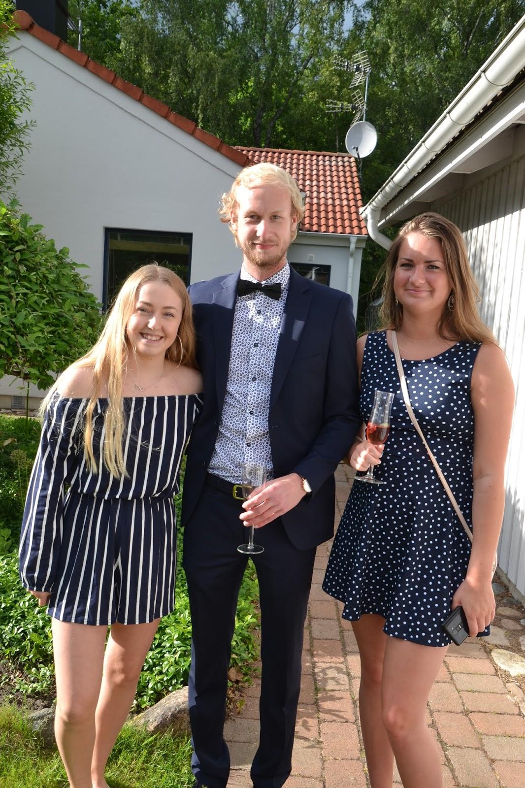 flickvän umgås med andra killar Enköping