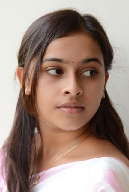 ACTRESS: sri divya