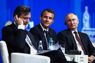 российские компании потратили миллионы на стенды, а новой власти ждут через два года