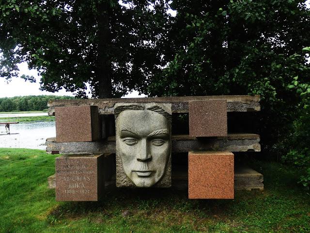 Grutas Parkas - jedna z rzeźb (sierpień 2016)