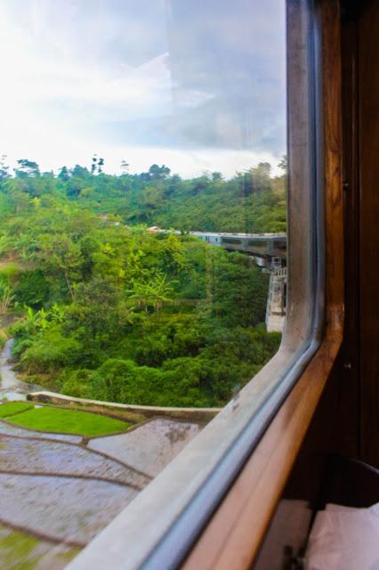 pemandangan dari kereta bandung jakarta