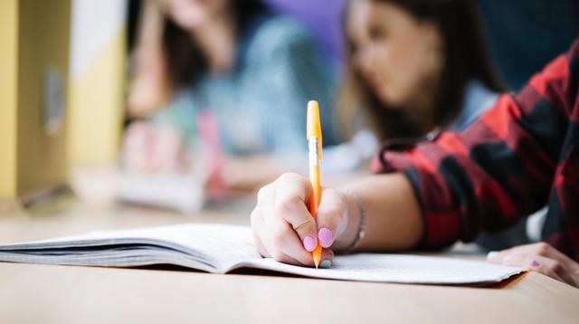 Cai número de matrículas no ensino fundamental e no ensino médio, segundo Censo