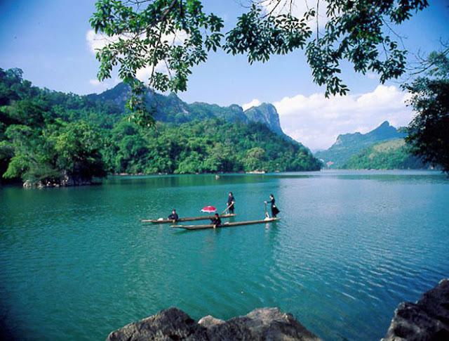 admire stunning beauty of  Ba Be Lake