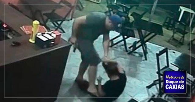 PM que agrediu mulher em lanchonete de Duque de Caxias já teve pedido de prisão por extorsão e agiotagem