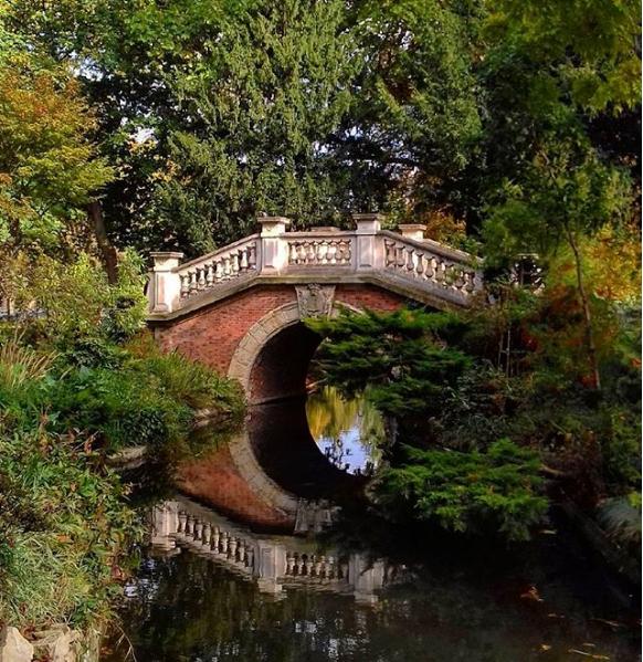 Parco di Buttes Chaumont parigi
