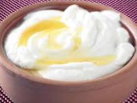 шоколадное мороженое покрытое шоколадной глазурью и посыпано толчеными орешками или миндалем , кремы, пудинги, желе - к розовому или красному шампанскому