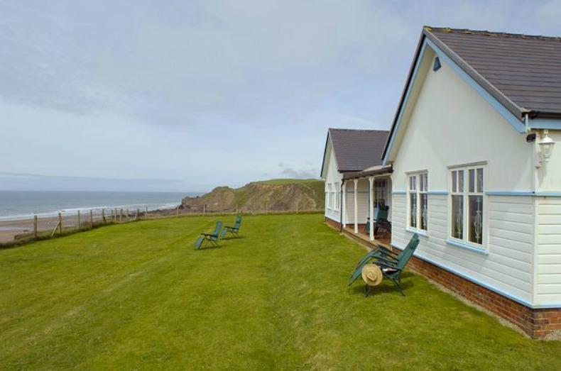 coastal cottage beach house exterior view