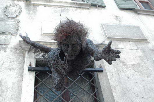 kawat baja dirubah menjadi patung