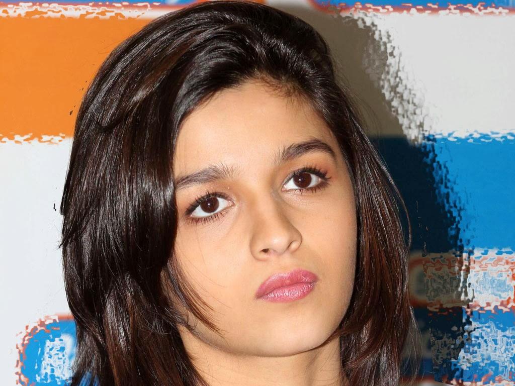 Alia Bhatt Latest Hot Wallpaper Gallery!! - Alia Bhatt ...