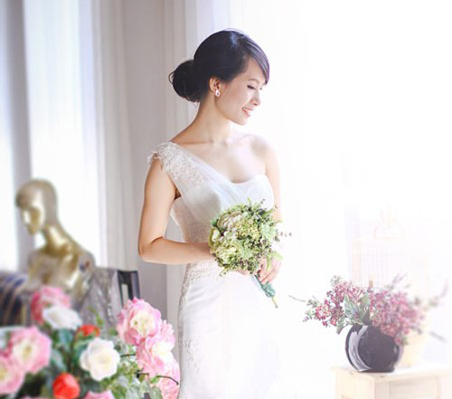 Cách chọn áo cưới đẹp phù hợp với cô dâu ngực nhỏ