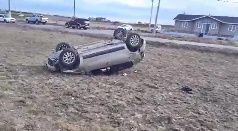 Despiste y vuelco Ruta 3, dos lesionados