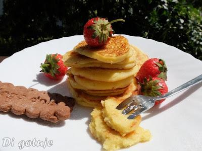 Bezglutenowe placuszki waniliowo-bananowe (z serka homogenizowanego i mąki jaglanej)