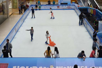 Wahana Ice Skating Warga Surabaya