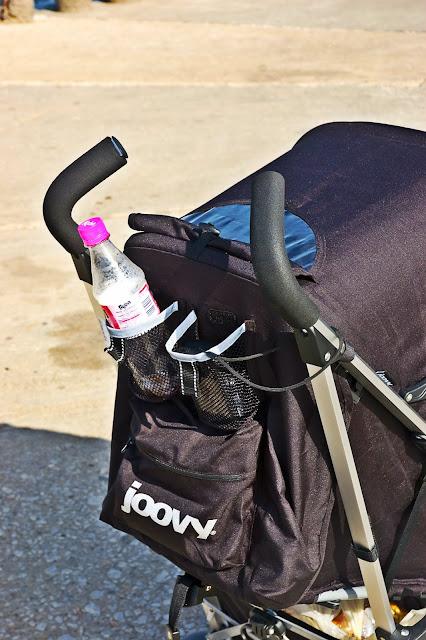 piankowe rączki w wózku dla dziecka
