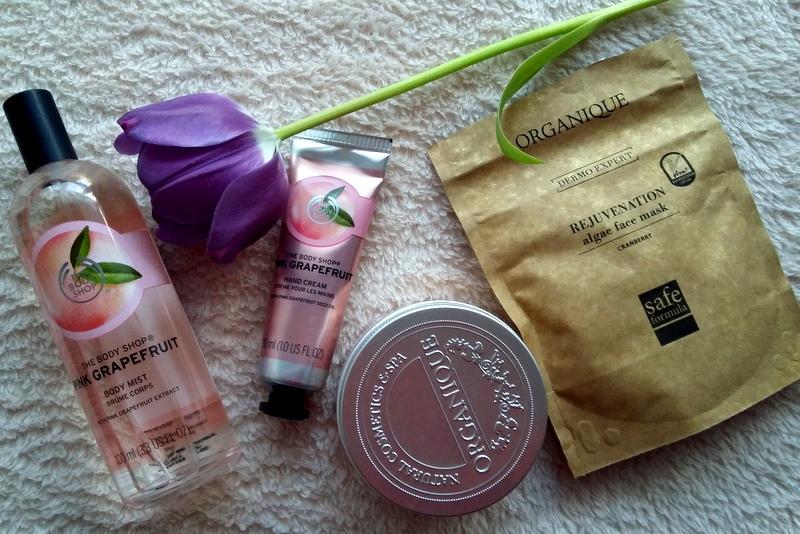 Ulubione kosmetyki, maski do twarzy Organique, maska algowa, maska melonowa, kosmetyki z The Body Shop, różowy grejpfrut