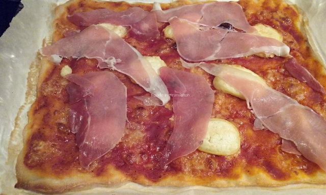 La Rubrica del Lunedì: Pizza prosciutto crudo, caprino e miele - Monday's Page: Parma ham, goat's cheese and honey pizza