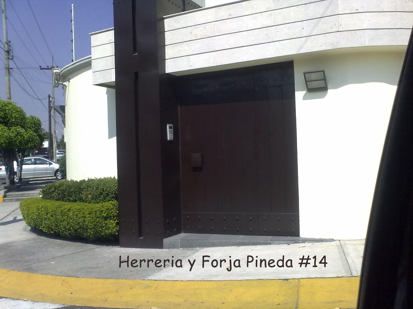 Herreria y forja pineda for Puertas de acceso modernas