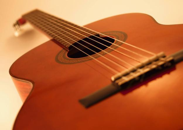 thung dan guitar