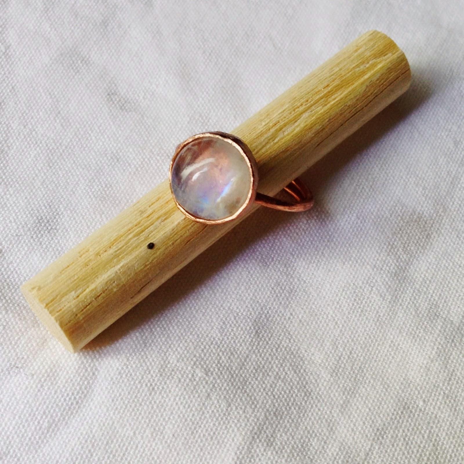 http://shapingmetal.blogspot.it/2014/10/anello-rame-e-labradorite-bianca.html