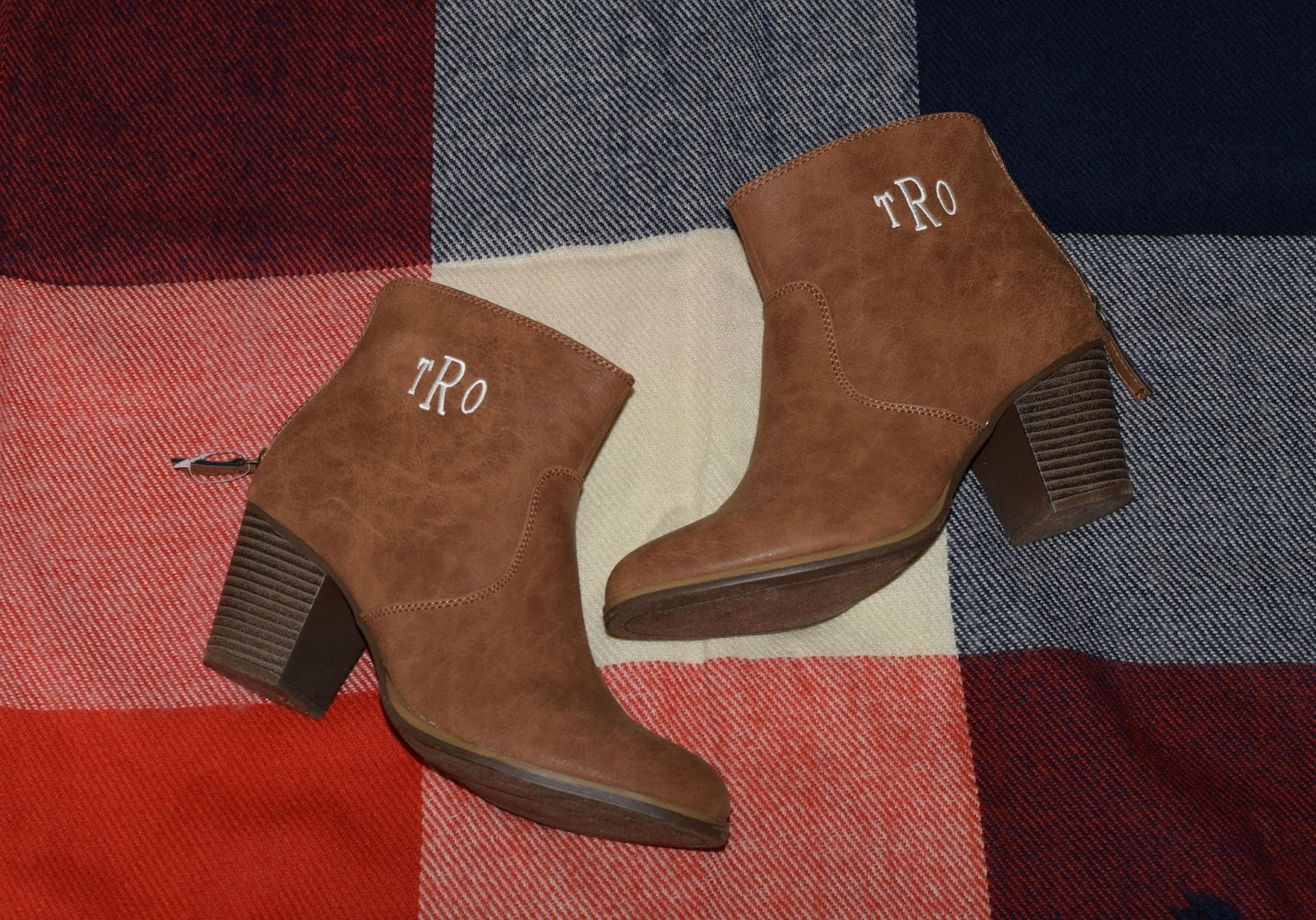 If You Can Put A Monogram On It Yes Ma Am Please Do I Live In These Monogrammed Ugg Boots All Winter Long