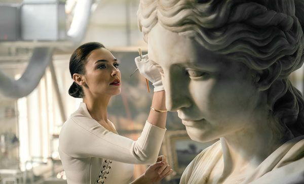 Gal Gadot as Diana Prince in JUSTICE LEAGUE (2017)