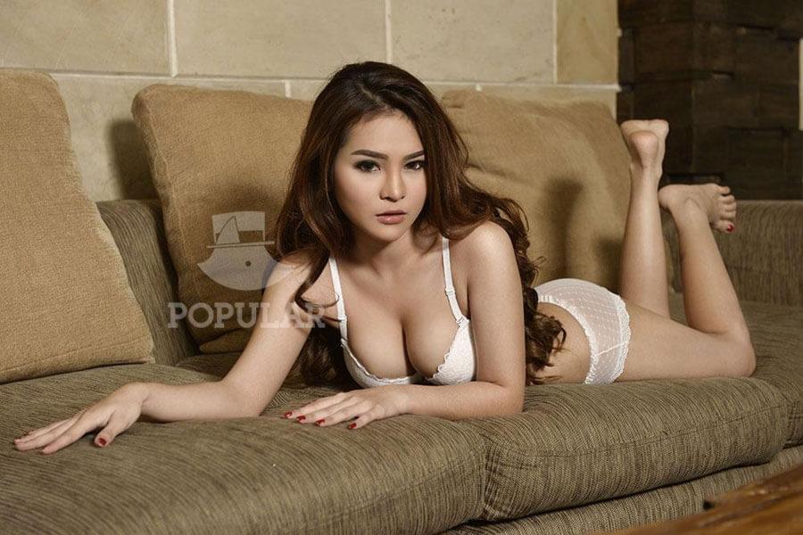 Full Koleksi Foto Hot Melisa Azmi Model Majalah Pria Dewasa