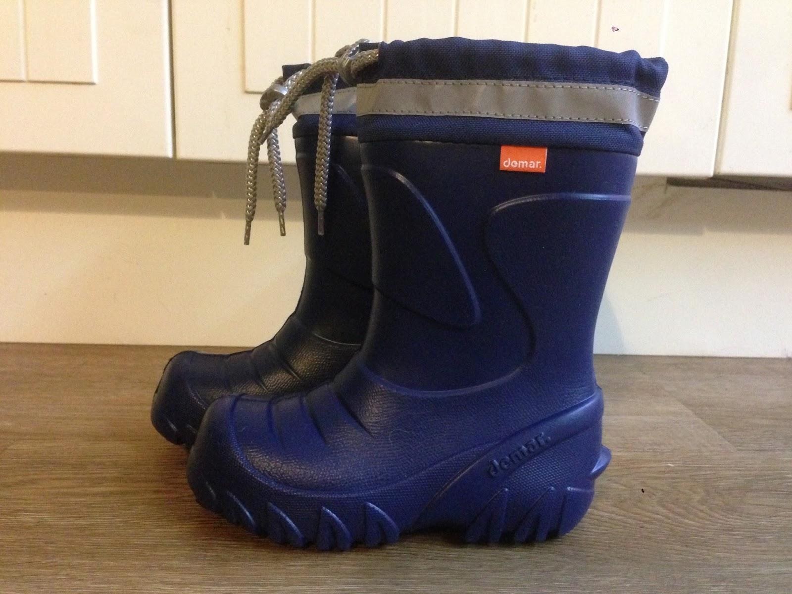 Jedna bota včetně zateplovací vložky ve velikosti 26 27 váží 130 g. 6bd096b1f3