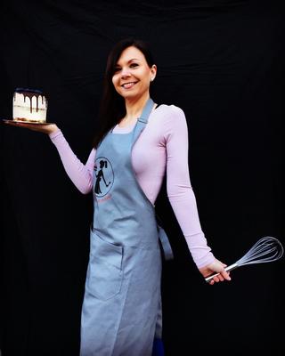 Blogerka s dortem v ruce